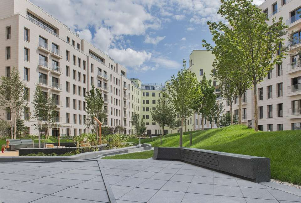 Gillespies delivers a delightful 'English' garden for residents at Polyanka 44, Moscow