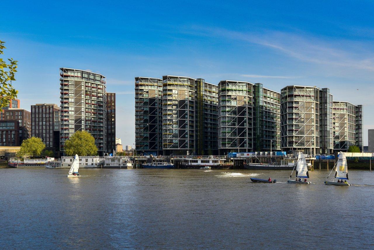 河之光 伦敦, 英国